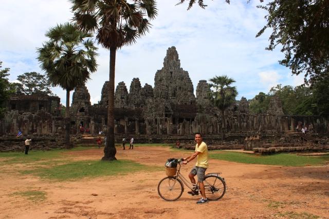 Antonio-Angkor-bicicleta